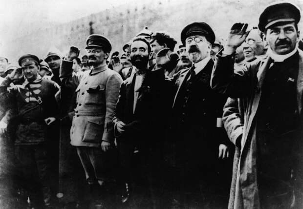 Какова роль евреев в революции 1917 и в дальнейшем руководстве советской России?