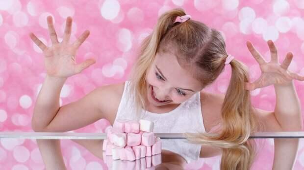 Семилетнюю девочку госпитализировали после отправления конфетой с метадоном в Петербурге