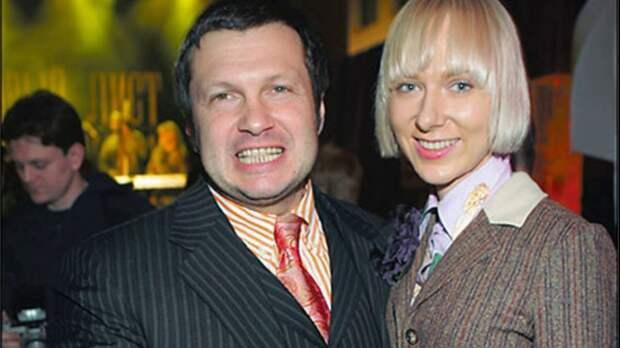 Кто она – красавица-жена Владимира Соловьёва, которая всё бросила ради него