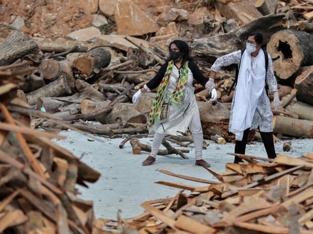 Индийцам советуют лечить ковид прахом умерших