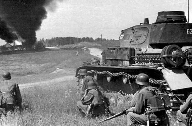 «Мысль о предательстве не покидала…»: 22 июня 1941 в трех вариантах