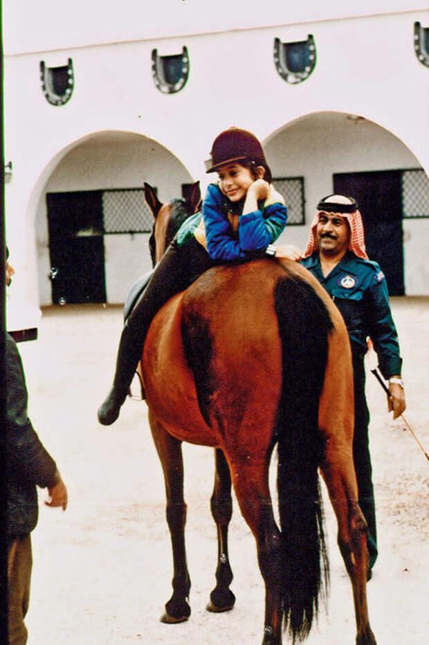 Принцесса Хайя на занятиях верховой ездой, 1982 год. / Фото: www.tvcenter.ru