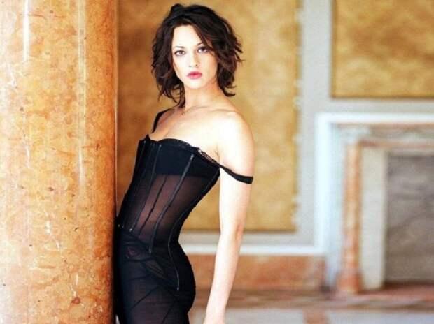 Итальянская актриса, кинорежиссёр, сценарист, писатель и певица.