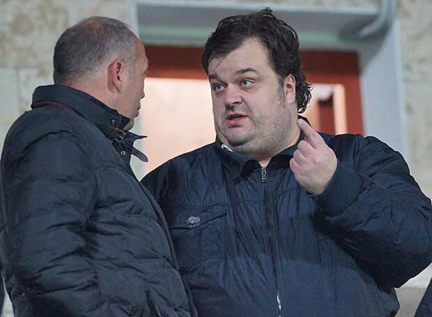 Перед очередными матчами сборной Уткин решил оттоптаться на журналистах, утверждавших, что он травил Черчесова. И зачем пинать работавший мегафон?