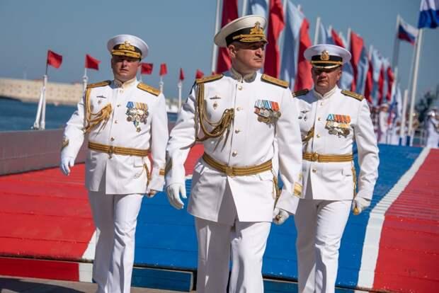 Вице-адмирал Осипов поздравил черноморцев с Днем ВМФ