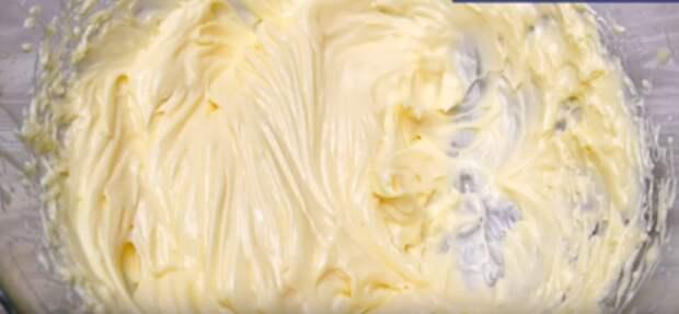 1 ст. молока, 5 ложек какао, 350 г. муки и немного ванили для самого вкусного и сочного шоколадного торта