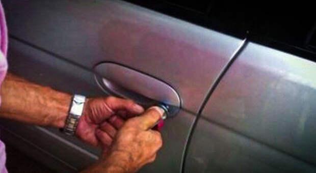 Оставил ключ в запертом салоне. Как безопасно и дешево вскрыть автомобиль
