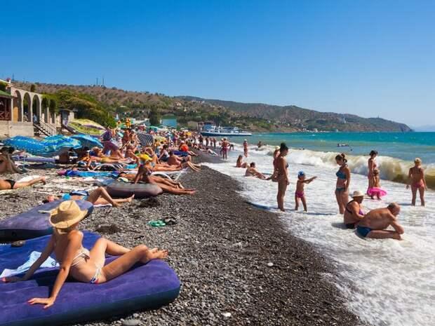 Россиянам назвали сроки начала купального сезона на Черном и Азовском морях