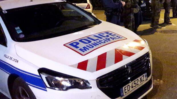 Премьер Франции назвал нападение на сотрудницу полиции терактом