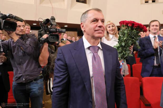 Глава парламента Крыма отказался от зарплаты