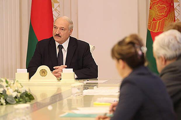 Лукашенко заявил об обещании Путина оказать Минску помощь при запросе