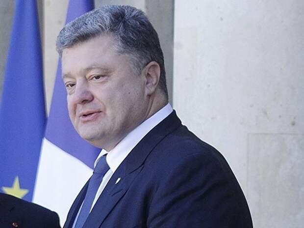 Порошенко отказался от госохраны и покинул Украину