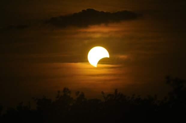 Жители Удмуртии увидят Луну в огненном кольце