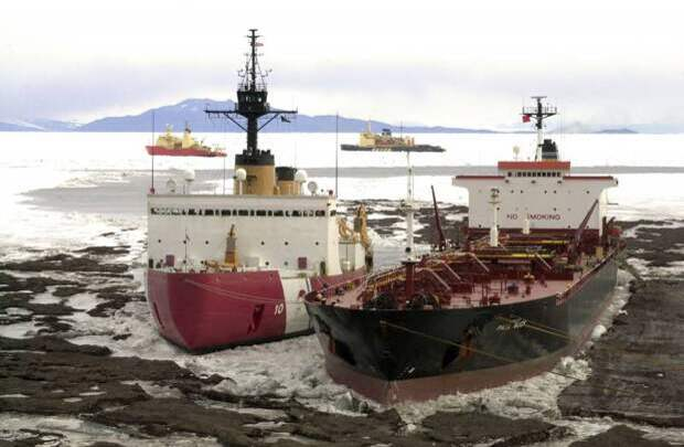 США насмешили Россию своими полуразвалившимися ледоколами в Арктике