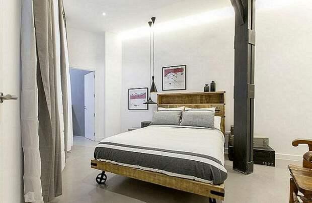 Очень оригинальная и удобная кровать на колесах.