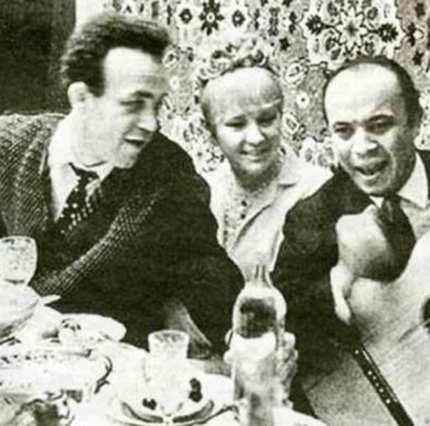 9 редких фото советских знаменитостей во время застолий