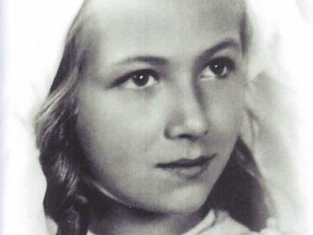 Эдита Пьеха в детстве | Фото: kino-teatr.ru