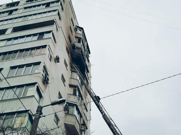 В севастопольской многоэтажке загорелась квартира: 4 человека спасено