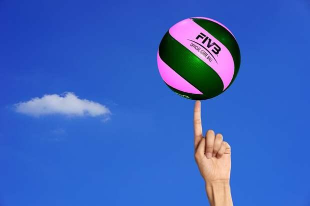 В районе Марьино пенсионеров научат играть в волейбол