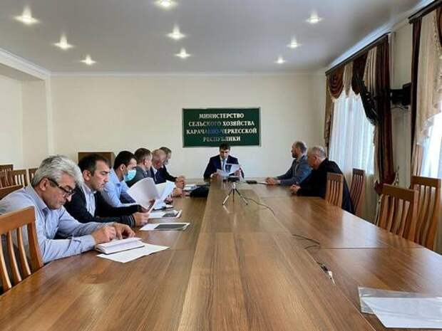Вопрос беспрепятственного передвижения сельхозтехники по автомобильным дорогам обсудили в минсельхозе Карачаево-Черкесии
