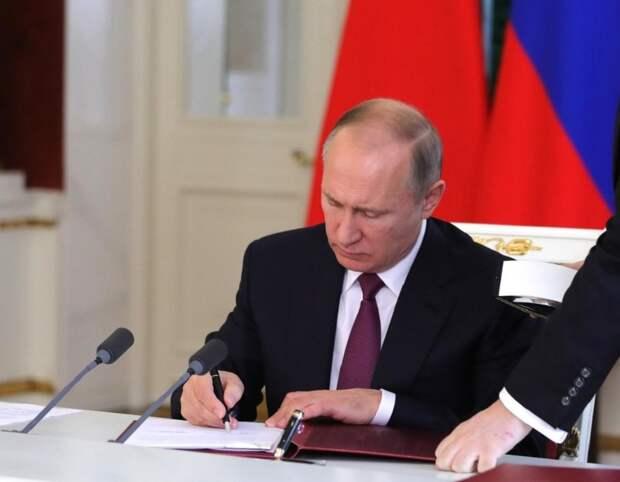 «За успехи в труде»: в России появился новый почетный знак