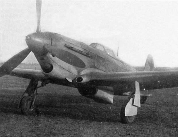 Неопытный летчик сбил 1-й самолет, 2-й протаранил. Выпрыгнув, на земле взял немцких летчиков в плен