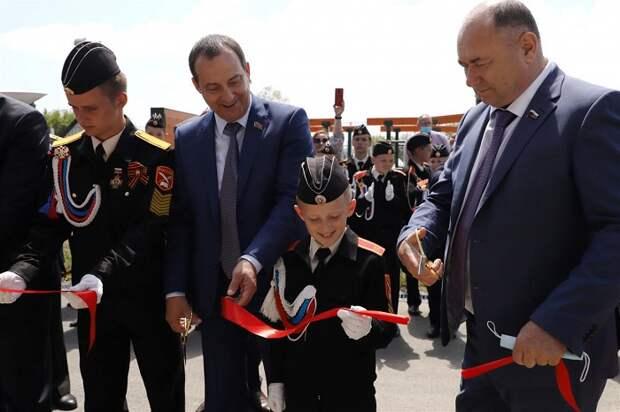 Депутаты открыли школьный спортзал: он станет местом притяжения молодежи