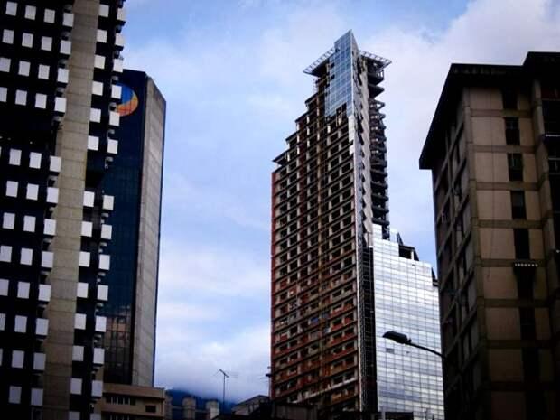 Незаконченная башня и местом жительства, и натурой для съемок фильма стать успела. /Фото: pr-flat.ru