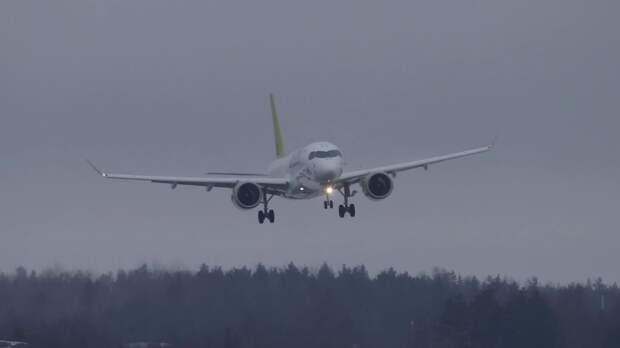 Летевший из Москвы во Владивосток самолет экстренно сел в Красноярске