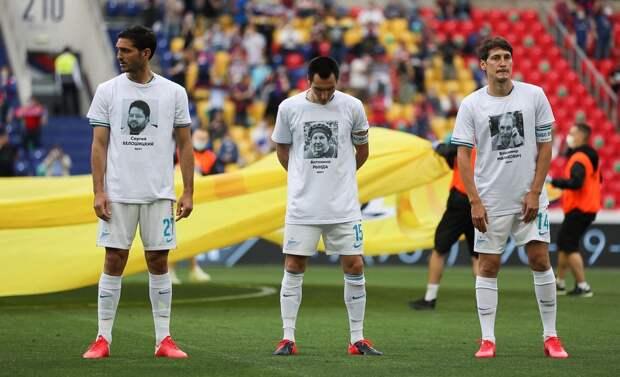 Игроки «Зенита» вышли на игру с ЦСКА в футболках с именами и фото петербургских врачей, умерших от COVID-19