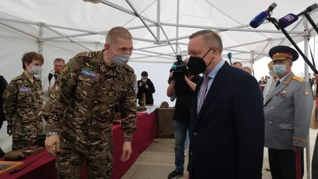 Губернатор Петербурга вручил паспорта юным горожанам