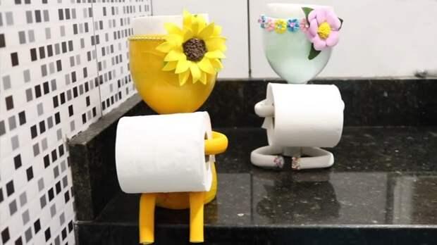 Полезные и при этом очень милые аксессуары для туалетной комнаты. Делаются из самых простых материалов