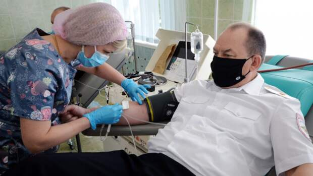 Полицейские Тульской области сдают кровь в рамках Всемирного дня донора
