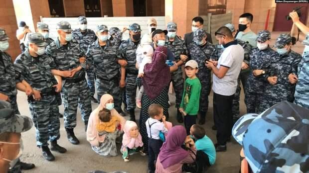 Казахи, которых переселили на Север Казахстана, теперь просят убежища в России