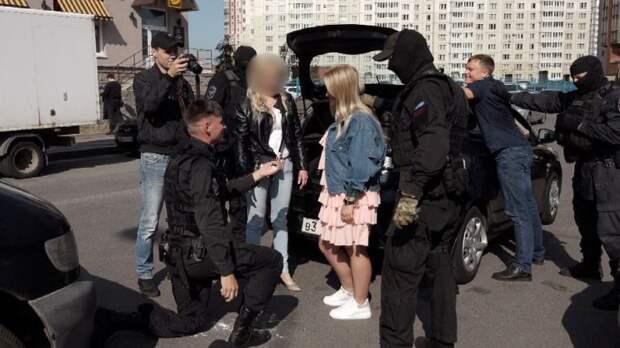 Роман с «коксом», или Зачем российским невестам подбрасывают наркотики