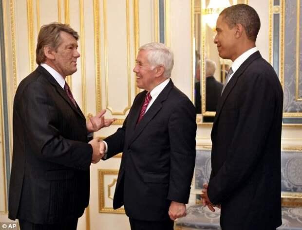 Барак Обама вспоминает свое посещение Украины в 2005 году на посту сенатора в рамках программы по уничтожению оружия массового поражения, реализуемой в странах СНГ с 1991 года.