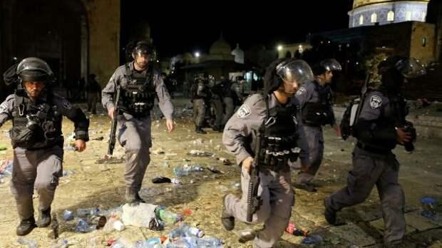 Полиция Израиля покидает мечеть Аль-Акса вВосточном Иерусалиме