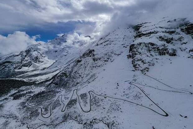 В Тибете проложили автотрассу через самый глубокий в мире каньон