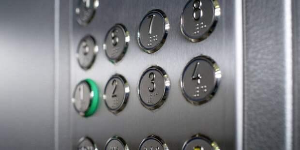 Художества из лифта на Смольной исчезнут до выходных