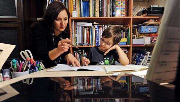 Более половины российских родителей делают уроки за детей