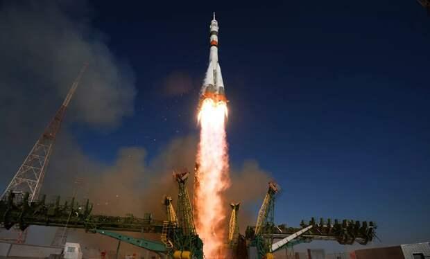 Кадры пуска ракеты-носителя «Союз-2» с космическим аппаратом «Меридиан-М»