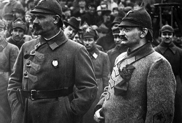 Лев Троцкий (справа) и генерал Николай Муралов (слева), октябрь 1923 года