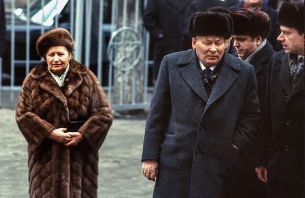 Генеральный секретарь Константин Черненко с женой. СССР, Москва, 1984 год. Автор фотографии: Chris Niedenthal.