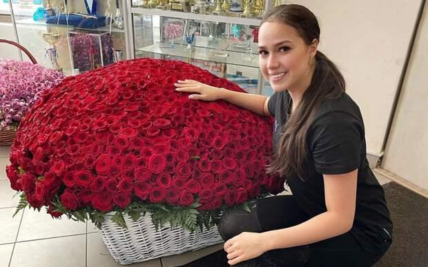 Загитова показала полученный в подарок огромный букет роз стоимостью 160 тысяч рублей: фото и видео