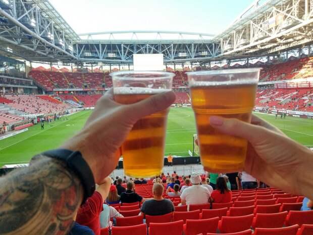 Финское издание уверено в своих болельщиках: они возьмут пиво и снимут маску. Нас критикуют за небрежность – надо было сделать, как в Дании
