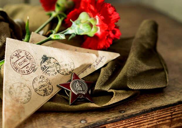 В Абхазии военнослужащие ЮВО поздравили ветерана Великои? Отечественнои? вои?ны Нонну Дорофееву с Днем Победы
