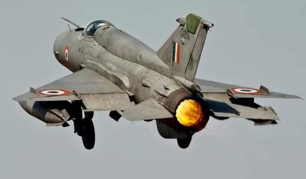 Опубликовано видео с места падения МиГ-21 в Индии