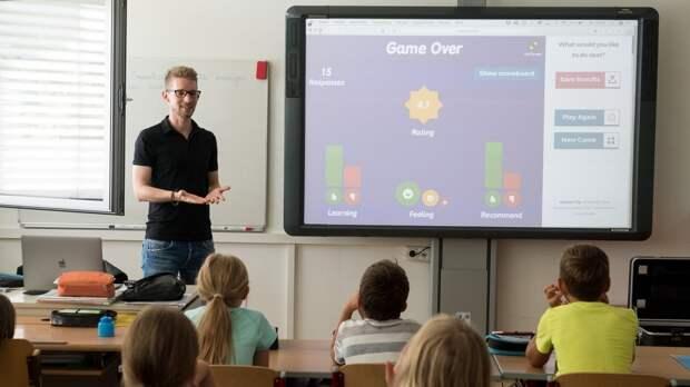 Количество молодых мужчин среди учителей увеличилось в российских школах