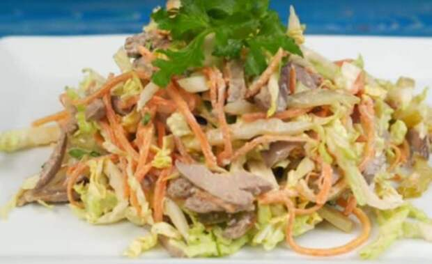 Салат из куриной печени с пекинской капустой. Насыщенное витаминами и полезными микроэлементами блюдо 2