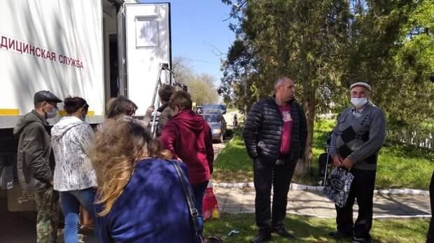 Бригада медиков проводит выездной осмотр жителей Ленинского района